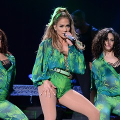JLO ROCKED VERSACE AT HER FIRST EVER HOMETOWN SHOW