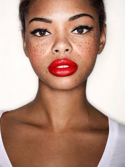 red lip freckles